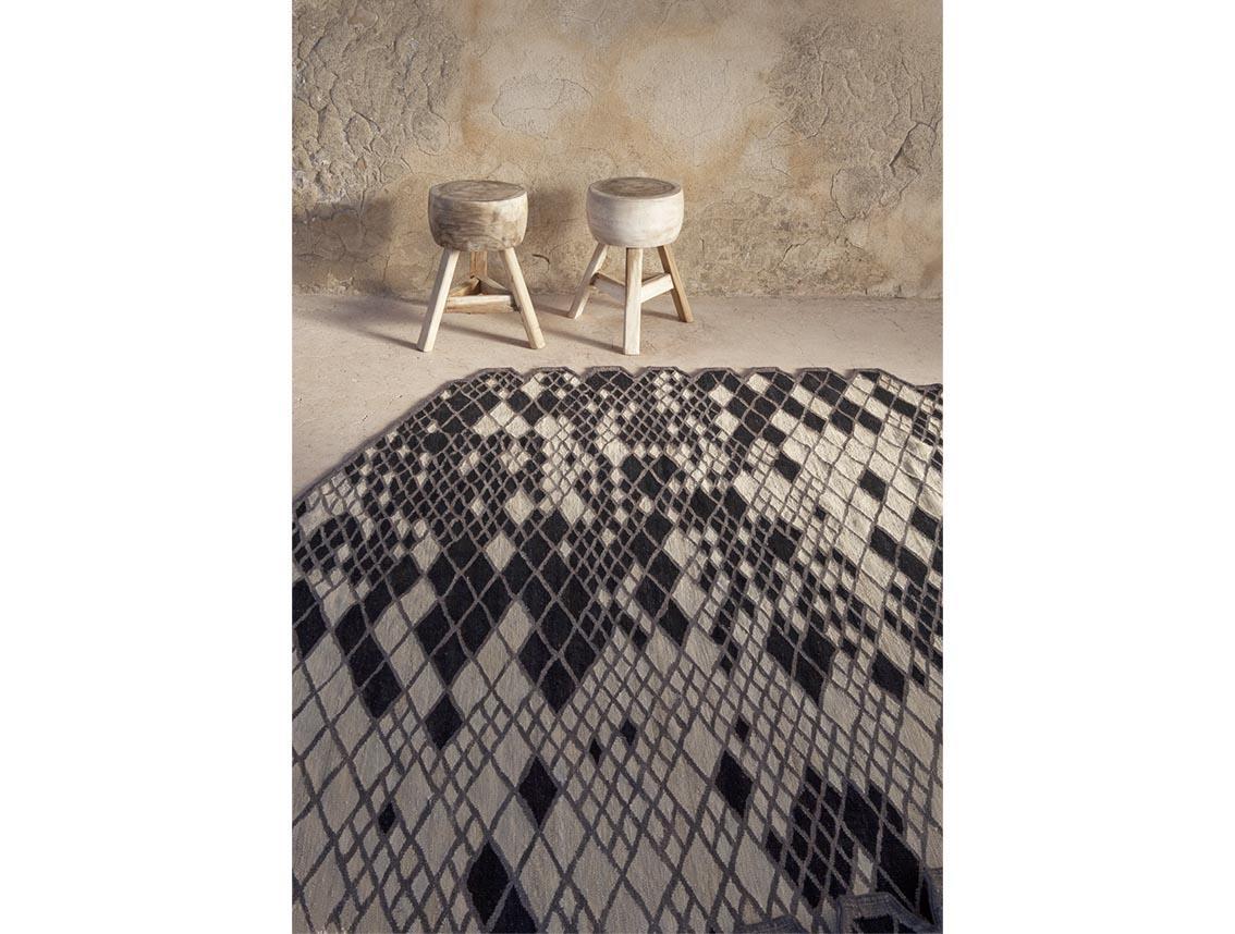 Stoeltjes en tapijt