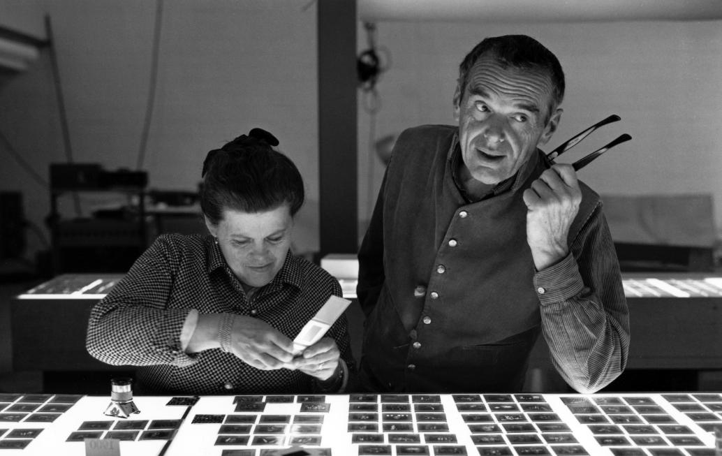 Ray en Charles Eames aan het werk