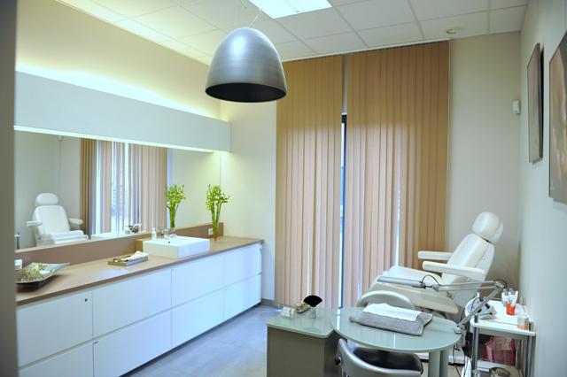 behandelkamer schoonheidsinstituut, witte kast