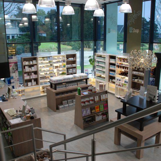 rayons magasin, meubles présentation produits, meubles en bois