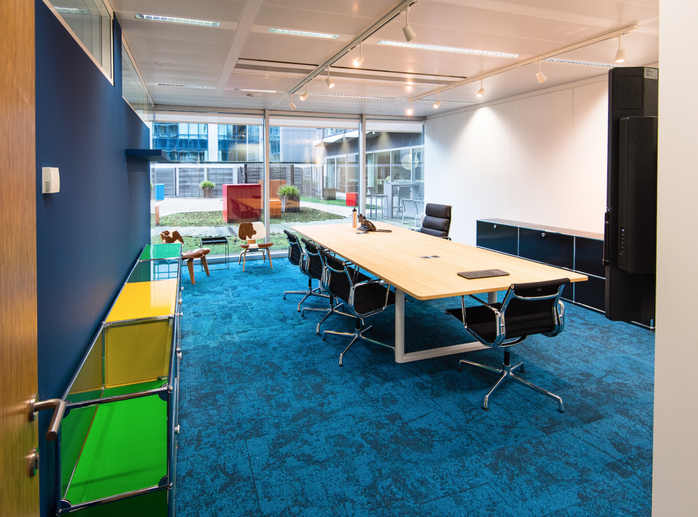 Bleu carpet in meeting space