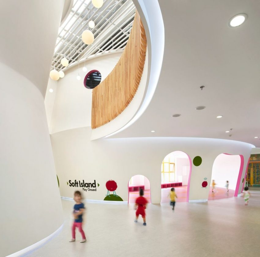 Place for children with organic shaped constructions & pastel colours