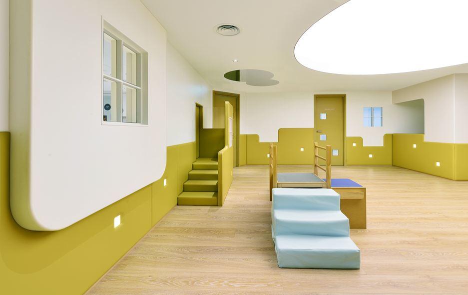 Groene muur en trapjes