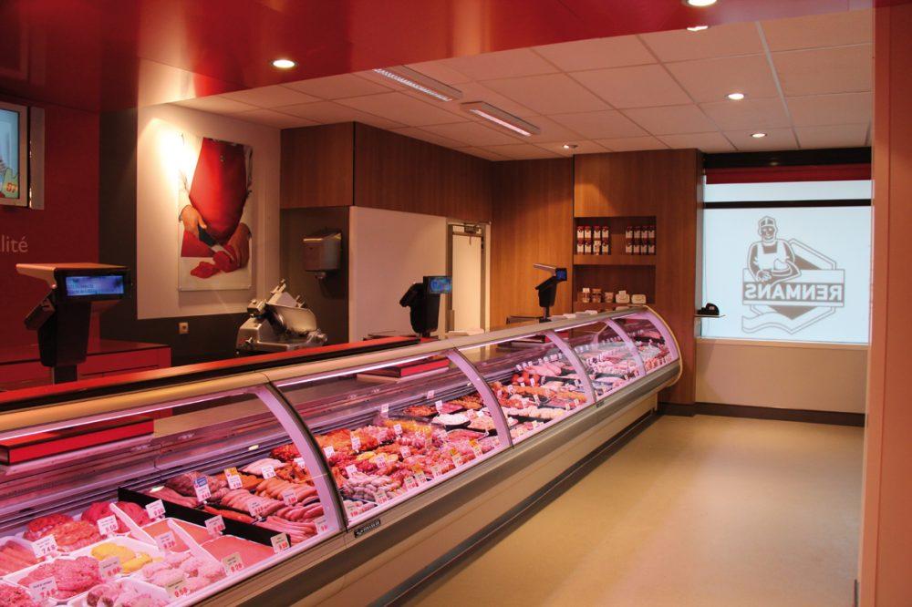 Boucherie Renmans interieur, murs en bois, acents rouges