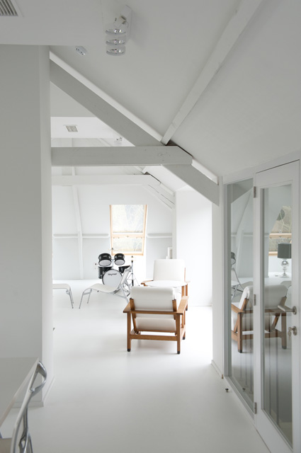 white space offices, drum, loungy chair