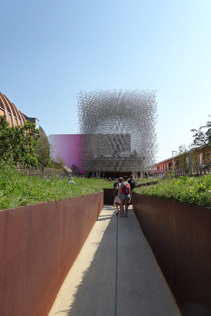 UK paviljoen, weg naar paviljoen doorheen speciale tuin