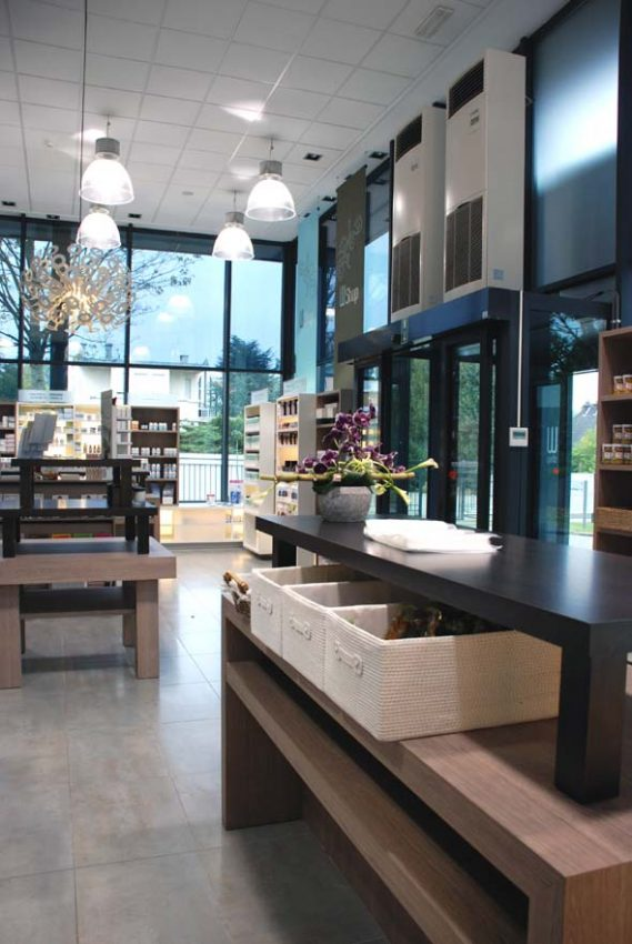 magasin, meubles bois et noir