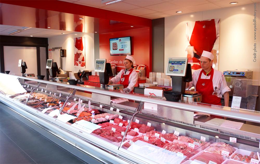 Comptoir viande Renmans, mur rouge